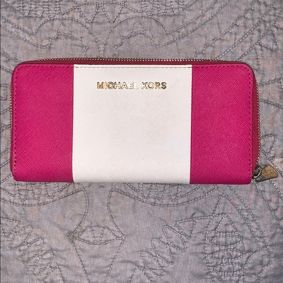 Michael Kors Handbags - LIKE NEW! Great condition MK wallet